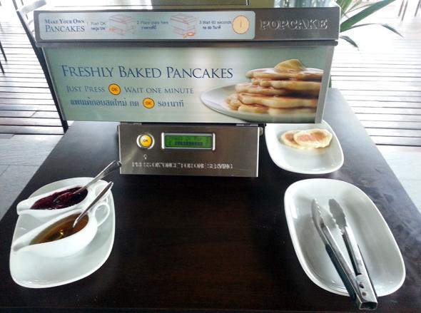 Kleine Besonderheit im Hotelrestaurant: ein Pfannkuchenautomat beim Frühstück. (Foto Karsten-Thilo Raab)
