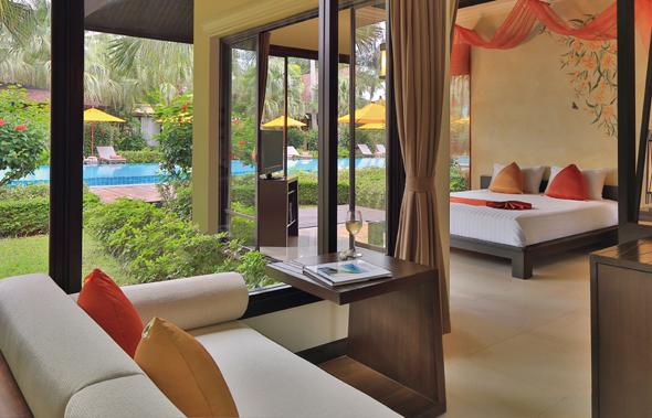 Herrliche Aussichten aus dem Wohnzimmer einer Pool Villa im Mövenpick Resort Laem Yai Beach auf Koh Samui. (Foto Mövenpick)
