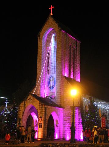 Ungewöhnliches Bauwerk für Vietnam: Die katholische Kirche im Herzen von Sapa. (Foto Karsten-Thilo Raab)