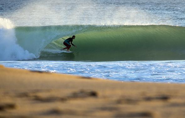 Surfer finden in diesem Teil Portugals an der Atlantikküste ideale Bedingungen vor.