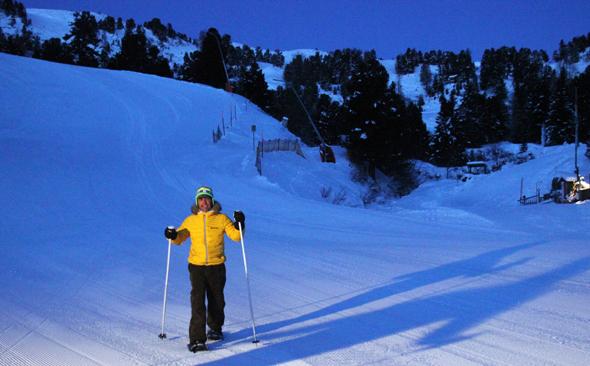 Noch bevor der Hahn morgens kräht, geht es bei der Morgenstundtrilogie auf Schneeschuhen den Berg hoch. (Foto Karsten-Thilo Raab)
