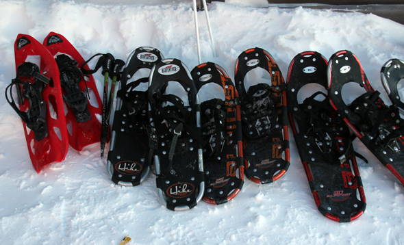 Nach dem Frühstück werden die Schneeschuhe gegen Skier getauscht. (Foto Karsten-Thilo Raab)