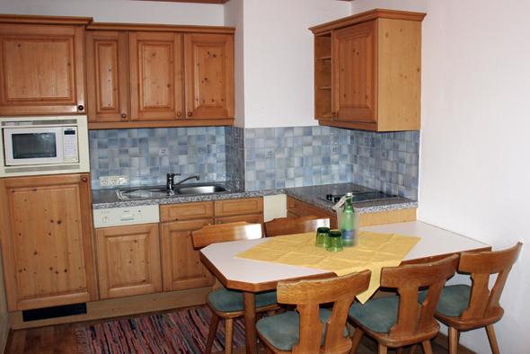 Die Einbauküche bietet Platz für bis zu vier Personen. (Foto Karsten-Thilo Raab)