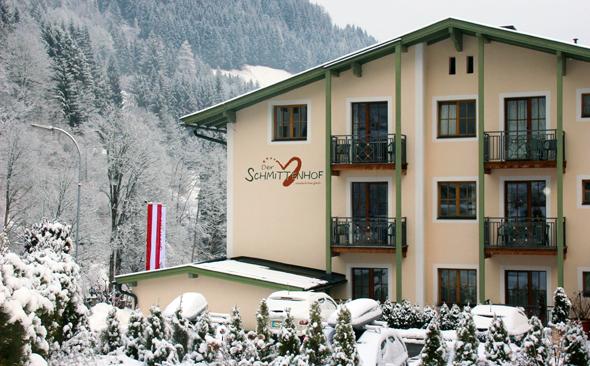 Keine fünf Gehminuten von der Skipiste an der Schmittenhöhe entfernt gelegen: das Hotel Schmittenhof. (Foto Karsten-Thilo Raab)
