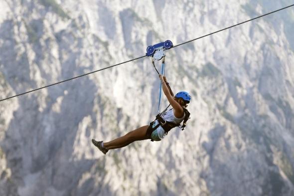 In Planica im Nordwesten von Slowenien gibt es die weltweit steilste Zipline-Fahrt. (Foto Aleš Fevžer)