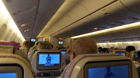 Bordunterhaltung ist ein Thema für Fluggäste. Internetzugang ist hingegen nur für jeden vierten Deutschen wichtig.