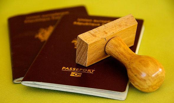 Besitzer eines deutscher Reisepass können dank des ESTA Verfahrens in der Regel visafrei in die USA einreisen.