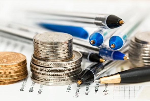 Bei Reiseversicherungen zahlt der Kunde, so zeigt ein Test, oft drauf.