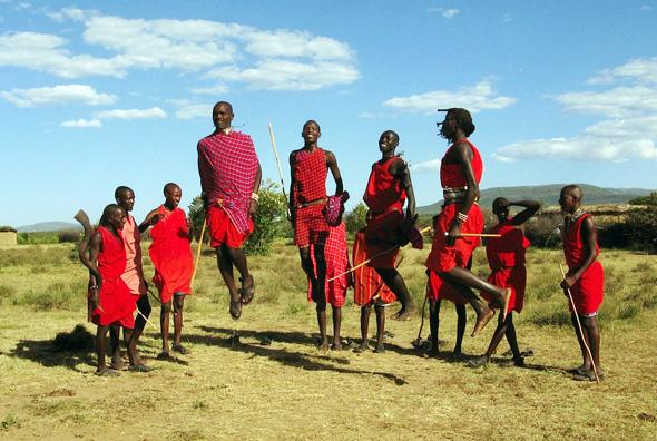 Nicht nur die Massai scheinen ob der Ankünfigungen von Kenyatta Freudensprünge zu machen.