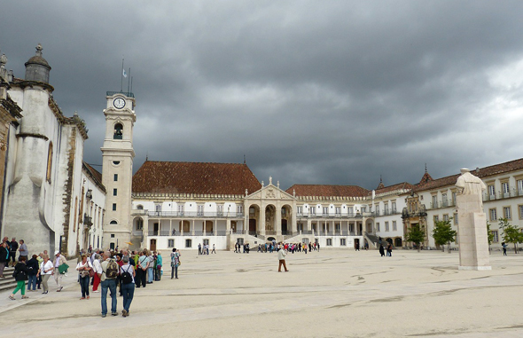 Kader und Denkschmiede in Portugal: die alt-ehrwürdige Universität von Coimbra.