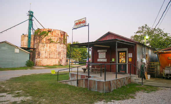 Entlang des Texas Barbecue Trail wird nicht nur im Freien gegrillt, sondern auch in vielen großen nund auch kleinen Restaurants. (Foto Scott Sporleder