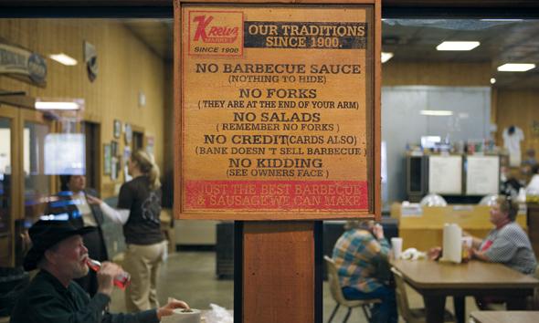 Saucen über dem Fleisch sind beim Barbecue hier und da durchaus verpönt. (Foto Texas Tourism)