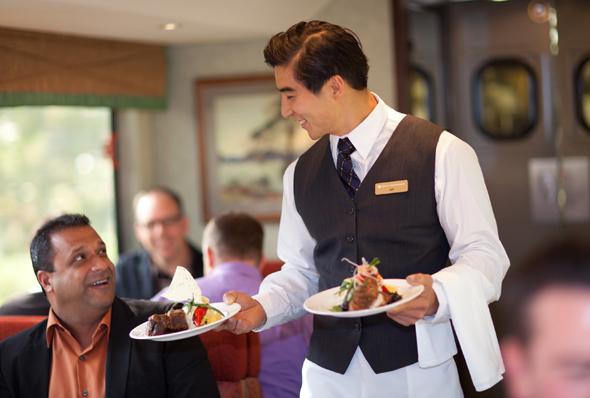 Das rollende Restaurant des Rocky Mountaineer genügt höchsten Ansprüchen.