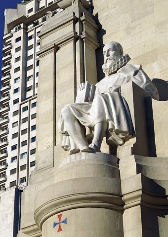 Noch heute unvergessen: Miguel de Cervantes, dem in Madrid im wahrsten Sinne des Wortes ein Denkmal gesetzt wurde.