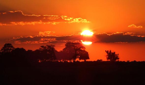 Ein afrikanischer Traium in Botswana: Sunset am Linyati-River. (Foto Katharina Büttel)