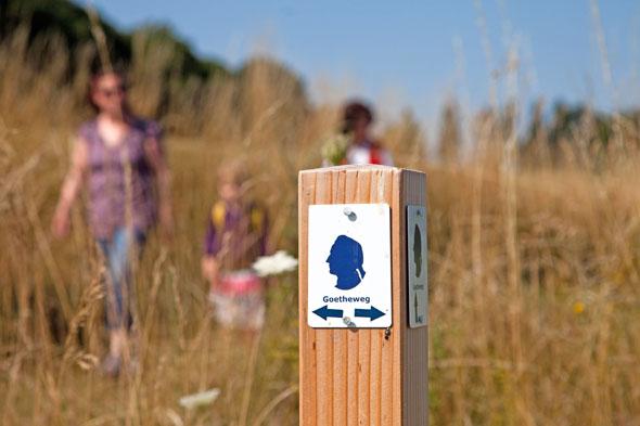 Markierungszeichen des Wanderweges von Wetzlar nach Garbenheim ist die Silhouette des jungen Goethe.