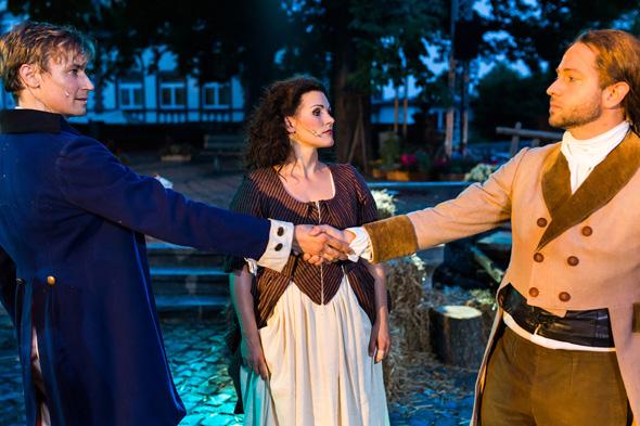 Bei Kostüm-Erlebnisführungen in Wetzlar wird die Geschichte wieder lebendig.