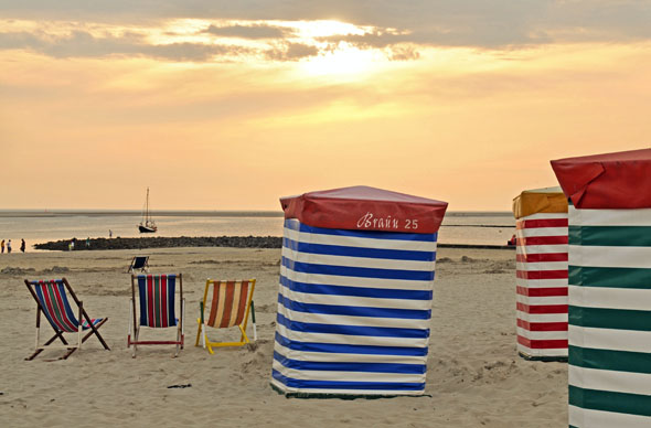 Die gesunde jodhaltige Luft an der niedersächsischen Nordseeküste trägt zur Erholung bei. (Foto: djd)