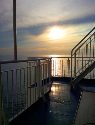 Besonders stimmungsvoll sind Überfahrten in den Abendstunden. (Foto TT-Line)