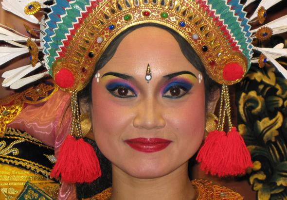 Immer wieder eine Augenweide: balinesische Tänzerinnen.