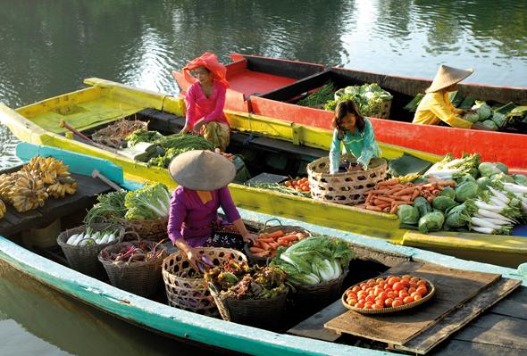 Schwimmende Märkte - wie hier auf Borneo - sind in Indonesien ein wichtiger Teil der Alltagskultur.