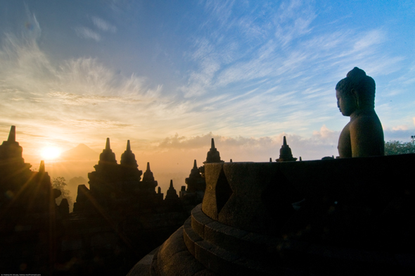 Im Sonnenuntergang wirkt die Tempelanalge von Borobudur noch spektakulärer.