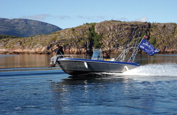 Mit Speed düsen die Angler zu den ausgeguckten Fischereigründen. (Foto DIN TUR)