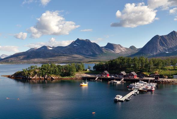 Auch aus der Vogelperspektive wirkt Leka wie ein Stück Bilderbuch-Norwegen. (Foto DIN TUR)