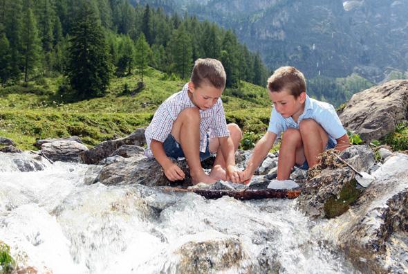 Auch Familien kommen in Österreichs Wanderdörfern - so wie hier in Flachau - voll auf ihre Kosten. (Foto TVB Flachau)