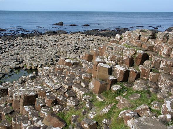 Gilt als das 8. Weltwunder: der Giant's Causeway an der Antrim Coats in Nordirland. (Foto Karsten-Thilo Raab)
