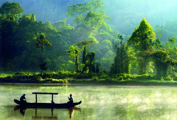 Mystische Stimmung herrscht bisweilen am Situ Gunung Lake.