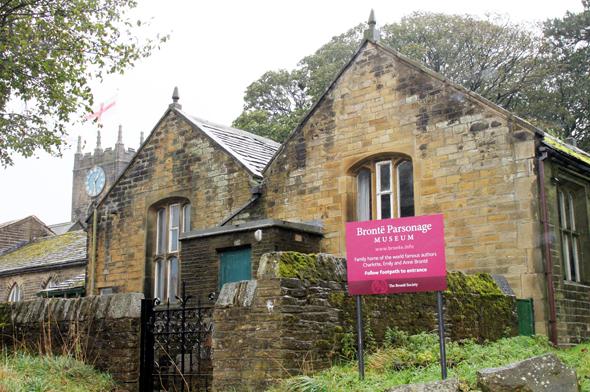 Die uralten Steine des Brontë-Parsonage-Museum könnten manch eine Geschichte über die Schriftstellerfamilie erzählen, wenn sie den reden könnten. (Foto Karsten-Thilo Raab)