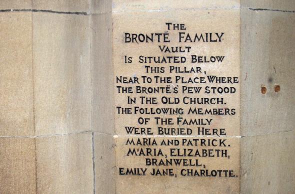 Die letzte Ruhestätte der Brontë-Familie in Haworth. (Foto Karsten-Thilo Raab)