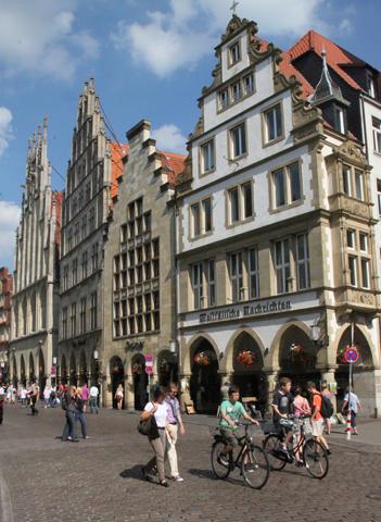 Beeindruckende Bürgerhäuser am Ptinzipalmarkt. (Foto Karsten-Thilo Rab)
