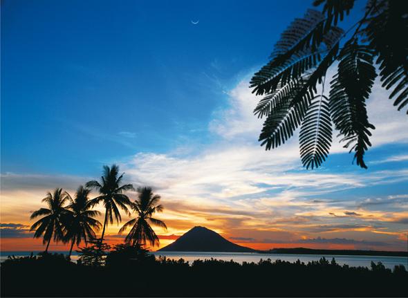 Traumhafte schöne Landschaften - wie hier in Sulawesi - kennzeichnen das riesige Inselreich.