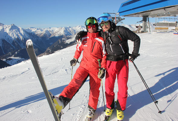 Skilehrer Alois Prugg hat zwischendruch immer Zeit für Späße. (Foto Ulrike Katrin Peters)
