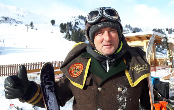 Pistenbutler Elmar Ebner hat stets ein offenes Ohr für die Wünsche der Gäste. (Foto Karsten-Thilo Raab)
