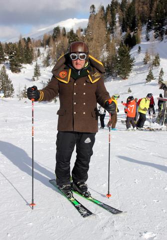 Pistenbutler Elmar Ebner in seinem speziellen Rettl-Trachtenmoden-Outfit. (Foto Karsten-Thilo Raab)