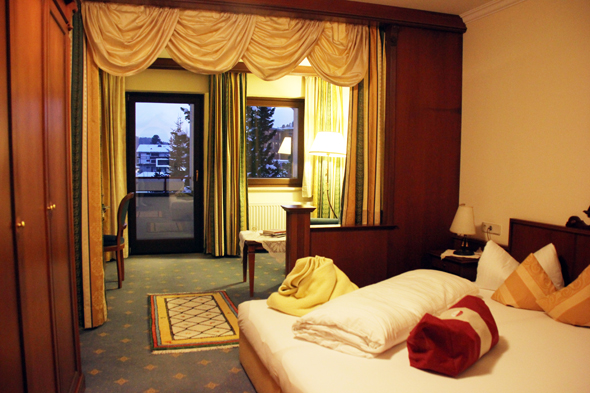 Über Platzmangel können sich die Gäste in den großzügig geschnittenen Zimmern nicht beklagen. (Foto Karsten-Thilo Raab)