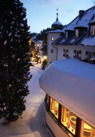 Bei entsprechendem Schnee können Skifahrer bis vor die Haustür fahren. (Foto Karsten-Thilo Raab)