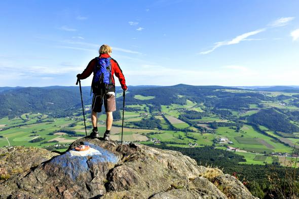 Auch in Niederöästerreich lassen sich auf Schusters Rappen herrliche An- und Aussichten genießen. (Foto Robert Herbst)