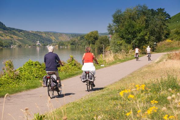"""Der Mosel-Radweg gilt als """"Königin"""" der Premium-Radrouten im Moselland. (Foto: djd)"""