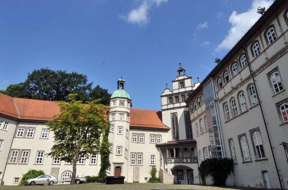 Das mächtige Welfenschloss ist Gifhorns ältestes Bauwerk. (Foto: djd)