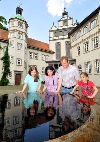 Ein Besuch im Gifhorner Welfenschloss macht der ganzen Familie Spaß. (Foto: djd)