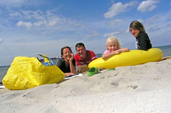 Sonne, Sand und Meer: An der Kieler Förde finden sich alle Zutaten für einen gelungenen Familienurlaub. (Foto: djd)