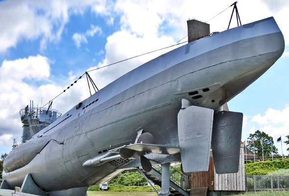 Eine der bekanntesten Attraktionen von Laboe ist das U-Boot U-995. Es steht Besuchern für einen Rundgang offen. (Foto: djd)