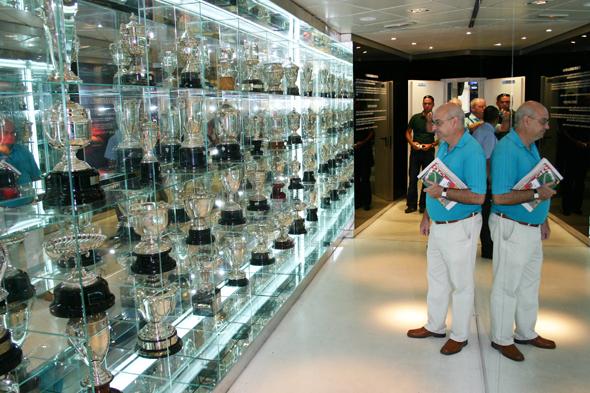 Stolz präsentiert Real Madrid im vereinseigenen Museum die Trophäensammlung. (Foto Karsten-Thilo Raab)