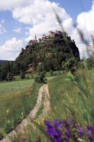 Beliebtes Ausflugsziel in Kärnten: die Burg Hochosterwirt. (Foto Franz Gerdl)