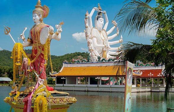 Ein herrliches Postkartenmotiv: die Tempelanlage des Wat Plai Leam.
