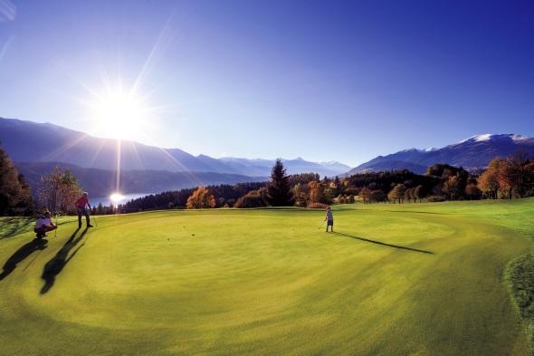 In Millstatt findet sich einer der schönsten Golfplätze in Kärnten. (Foto Tine Steinthaler)